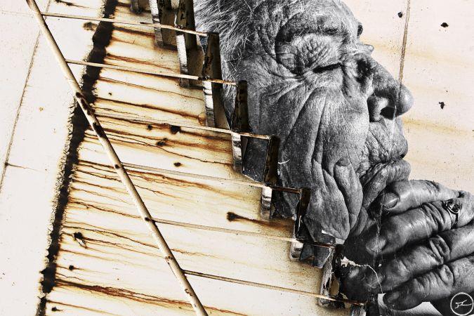 los_surcos_de_la_ciudad_maria_corbolan_ferandez_on_stairs_cartagena_espagne_2008