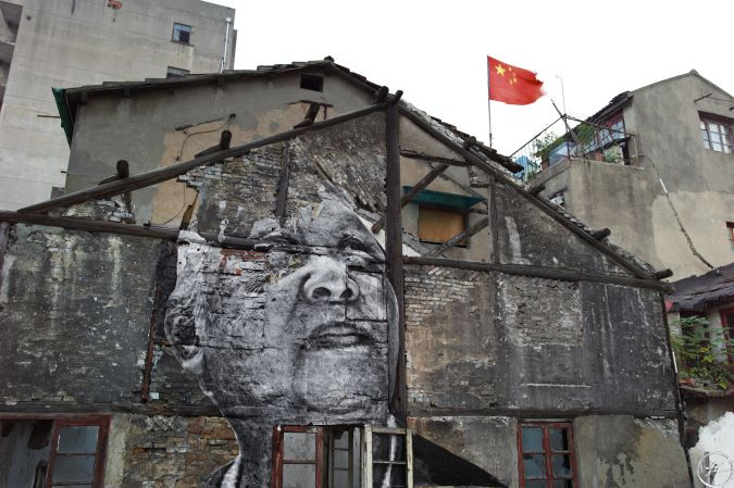 the_wrinkles_of_the_city_-_shanghai_-_jiang_qizeng_-_red_flag_2010